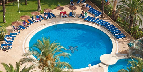 The outdoor swimming pool at Hotel Port Denia